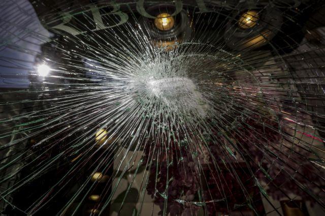 Αγνωστοι έσπασαν καταστήματα στην Ερμού | tanea.gr