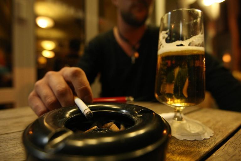 Στο σφυρί το «Μεγάλο Βιβλίο» των Ανώνυμων Αλκοολικών | tanea.gr
