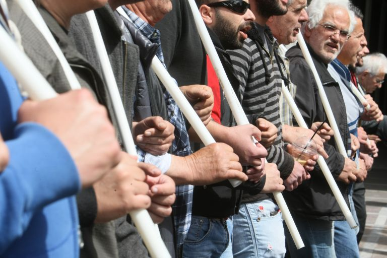 Απεργία και συγκέντρωση οικοδόμων στην πλατεία Κάνιγγος   tanea.gr