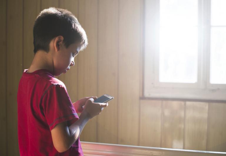 Σε ηλικία κάτω των 13 ετών χρησιμοποιούν τα παιδιά τα social media | tanea.gr