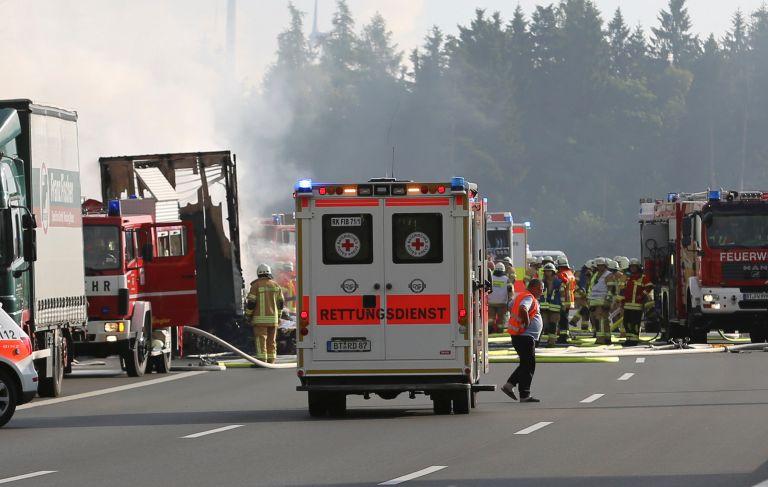 Γερμανία: Ενας νεκρός σε τροχαίο μεταξύ βελγικού λεωφορείου και φορτηγού | tanea.gr