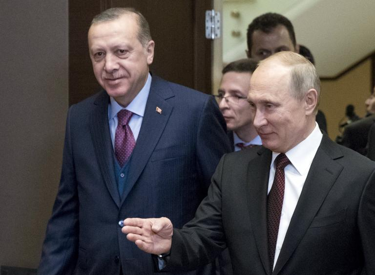 Turkey sends drill to Cyprus EEZ, Athens solicits Putin's help for Greek officers | tanea.gr
