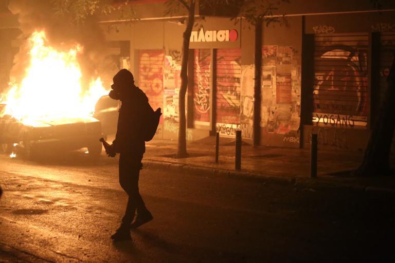 Νέες επιθέσεις και μολότοφ στα Εξάρχεια | tanea.gr
