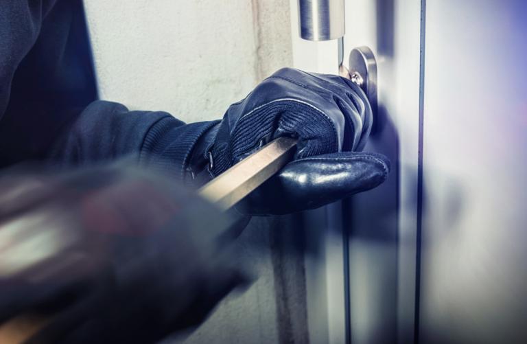 Διαρρήκτες μαχαίρωσαν 17χρονο στο σπίτι του   tanea.gr
