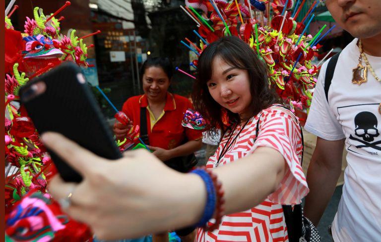 Κινέζοι τουρίστες ξόδεψαν 115 δισ. δολάρια στα ταξίδια τους το 2017 | tanea.gr