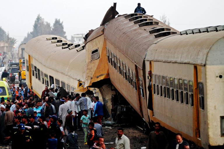 Σύγκρουση τρένων στην Αίγυπτο – 15 νεκροί και 40 τραυματίες | tanea.gr