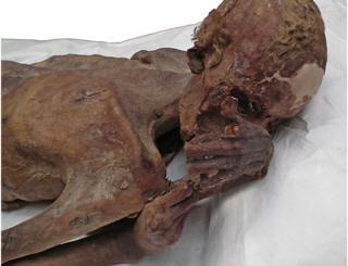 Ανακαλύφθηκαν τα αρχαιότερα τατουάζ σε μούμιες ηλικίας άνω των 5.000 ετών | tanea.gr