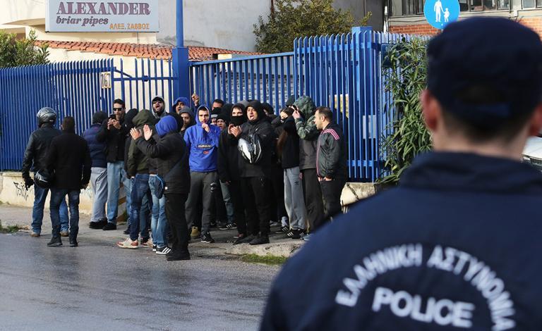 Οπαδοί του ΠΑΟΚ έξω από τα γραφεία της Σούπερ Λίγκα | tanea.gr