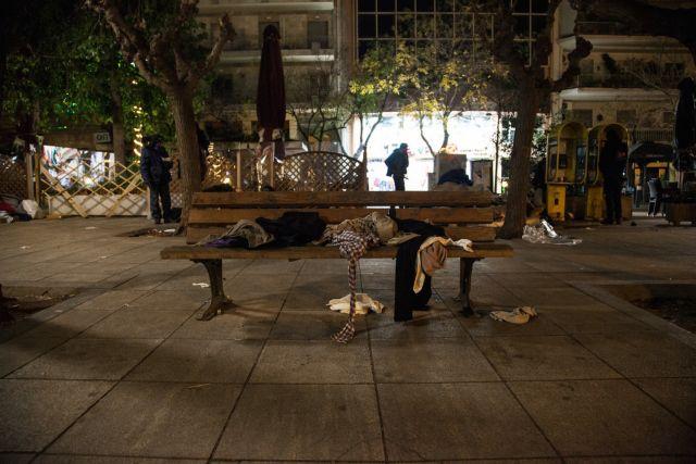 Δολοφονική επίθεση με μαχαίρι στην Πλατεία Βικτωρίας | tanea.gr