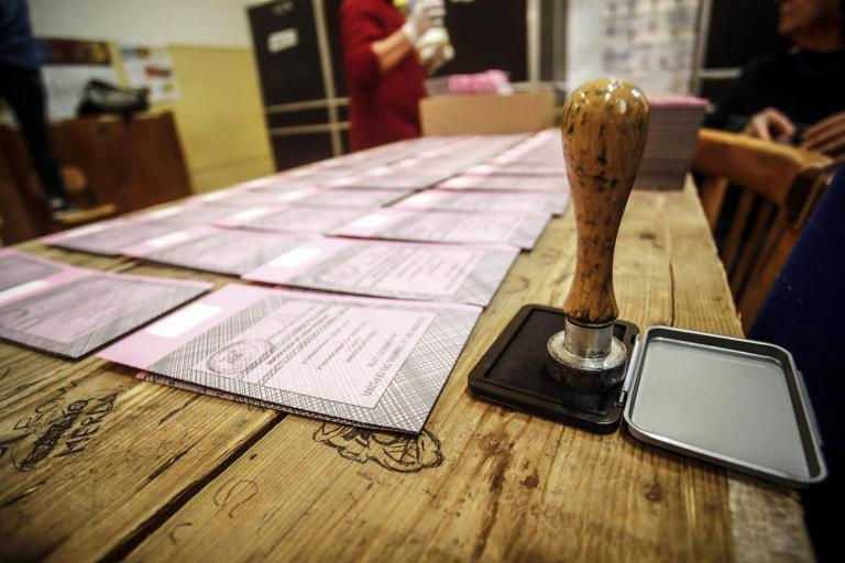 Στις κάλπες οι Ιταλοί για τις κρίσιμες βουλευτικές εκλογές | tanea.gr