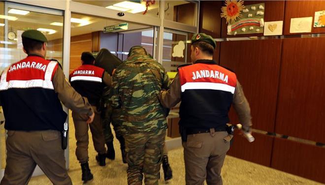 Στην Αδριανούπολη για τη δίκη οι γονείς των ελλήνων στρατιωτικών | tanea.gr
