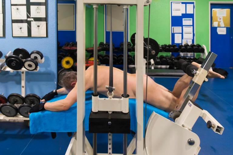 Ενα γυμναστήριο αποκλειστικά για… γυμνιστές | tanea.gr