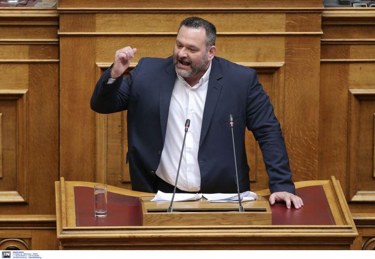 Εξετάζουν αποβολή της ΧΑ από τις συνεδριάσεις | tanea.gr