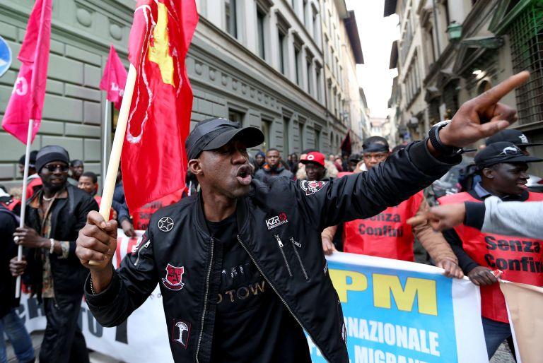 Φλωρεντία: Χιλιάδες διαδηλωτές σε αντιρατσιστική συγκέντρωση   tanea.gr