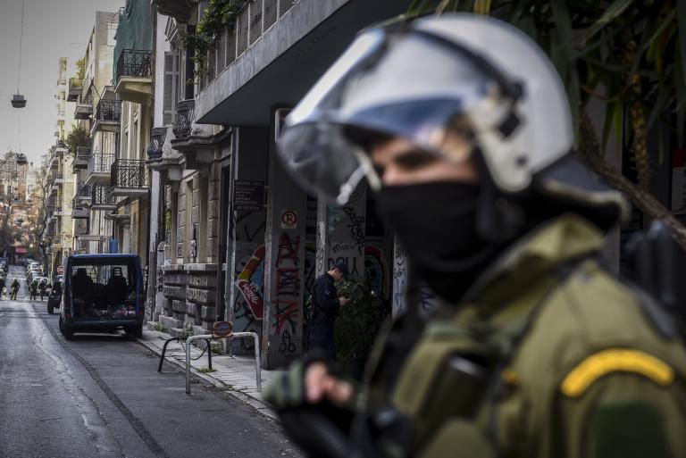Νέα επεισόδια στα Εξάρχεια με δύο αστυνομικούς τραυματίες | tanea.gr