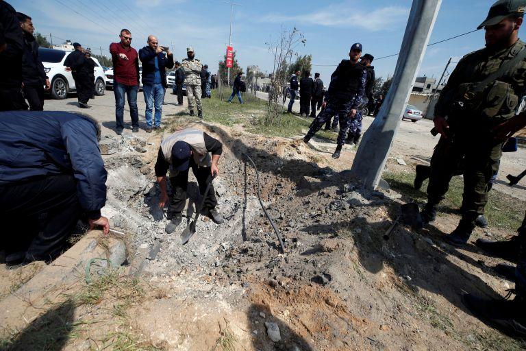 Επίθεση στην αυτοκινητοπομπή που μετέφερε τον Παλαιστίνιο πρωθυπουργό | tanea.gr