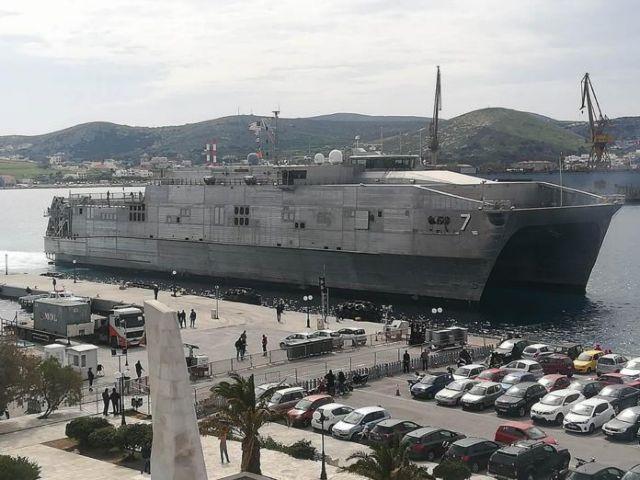 Εντυπωσιακό πολεμικό πλοίο των ΗΠΑ άραξε στη Σύρο | tanea.gr