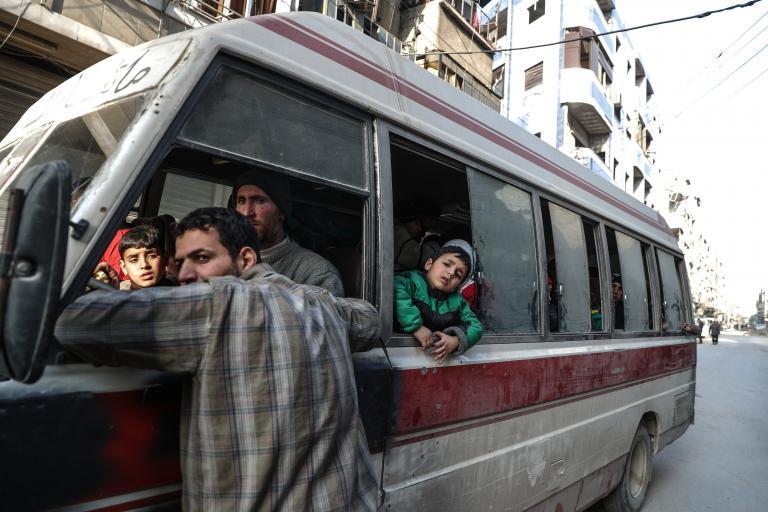 Περισσότεροι από 20.000 άμαχοι έχουν εγκαταλείψει την Γκούτα   tanea.gr