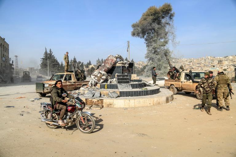 Γκρέμισαν ιστορικά αγάλματα για τους Κούρδους οι Τούρκοι στην Αφρίν (φωτογραφίες) | tanea.gr