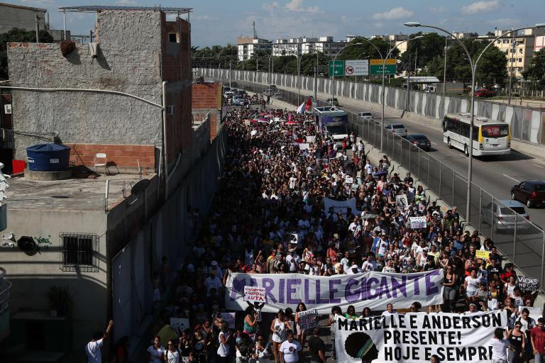 Στους δρόμους οι Βραζιλιάνοι για τη δολοφονία της Μαριέλε Φράνκο | tanea.gr