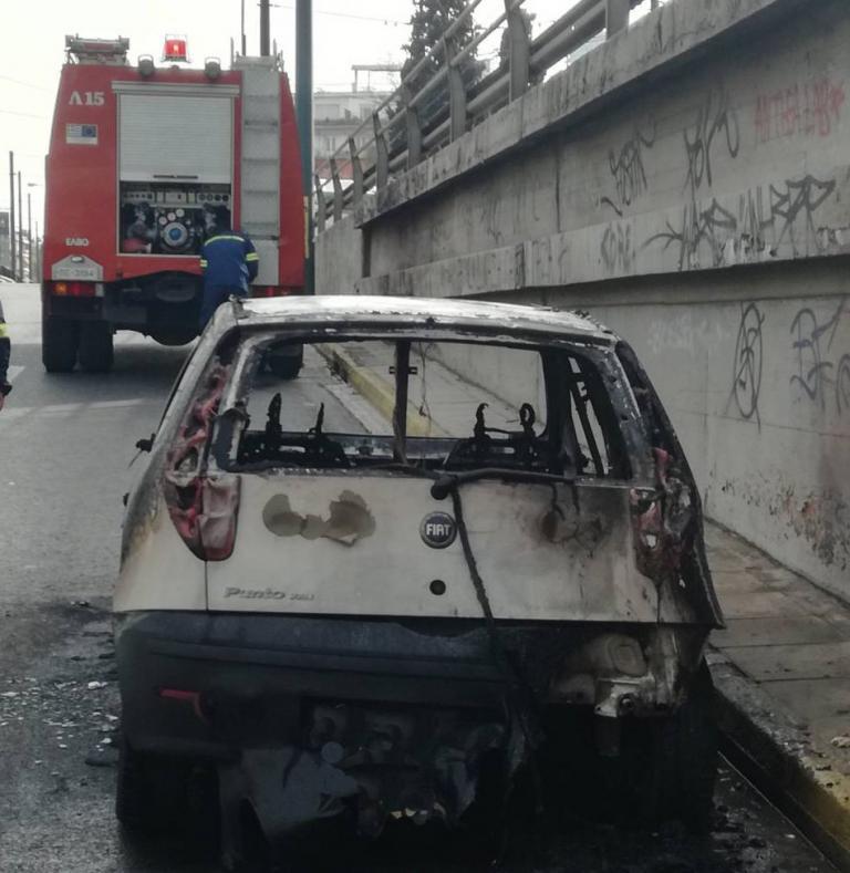 Αυτοκίνητο τυλίχτηκε στις φλόγες στην Κηφισίας   tanea.gr