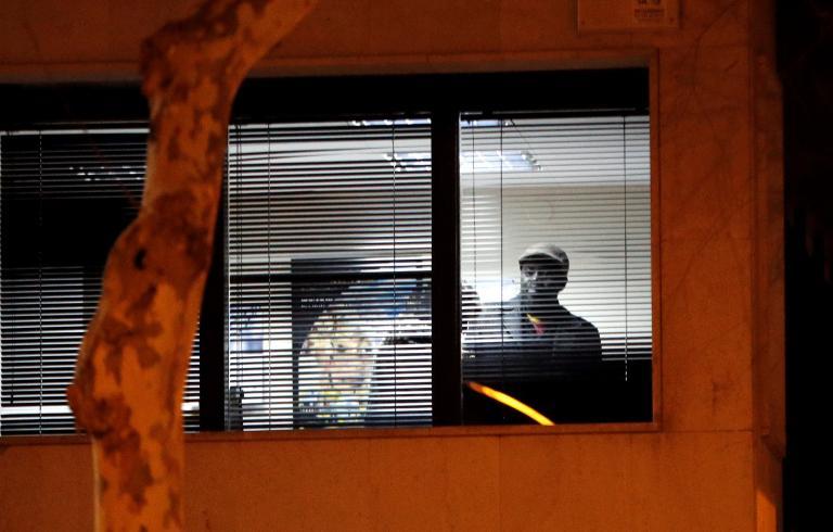 Γυναίκα κρατείται όμηρος σε προξενείο στη Βαρκελώνη | tanea.gr
