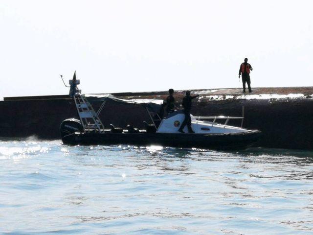 Ενας νεκρός από ανατροπή πλοίου στη Μαλαισία | tanea.gr
