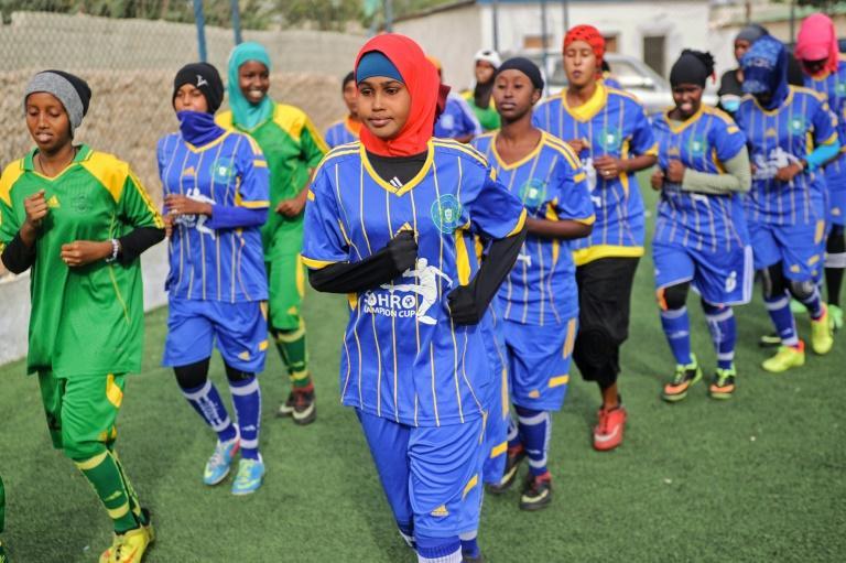 Οι γυναίκες στη Σομαλία «σπάνε» την παράδοση και παίζουν ποδόσφαιρο | tanea.gr