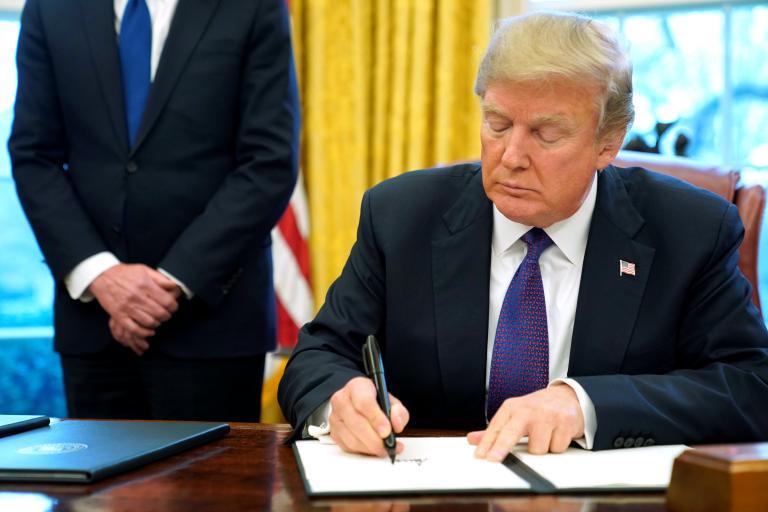 Ο Τραμπ υπογράφει σήμερα τους δασμούς κατά της Κίνας | tanea.gr