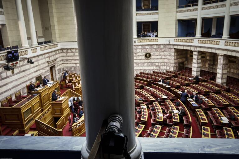 Αίτημα ονομαστικής ψηφοφορίας από βουλευτές του ΣΥΡΙΖΑ για Taxi beat και Uber   tanea.gr
