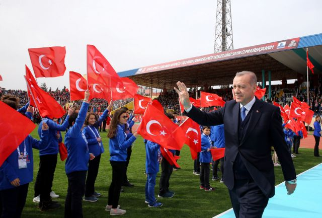 Το μετέωρο βήμα της τουρκικής οικονομίας | tanea.gr