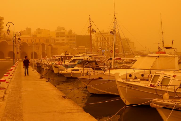 Το «έστρωσε» στη Φλώρινα, ρεκόρ αφρικανικής σκόνης στη Κρήτη (εικόνες) | tanea.gr
