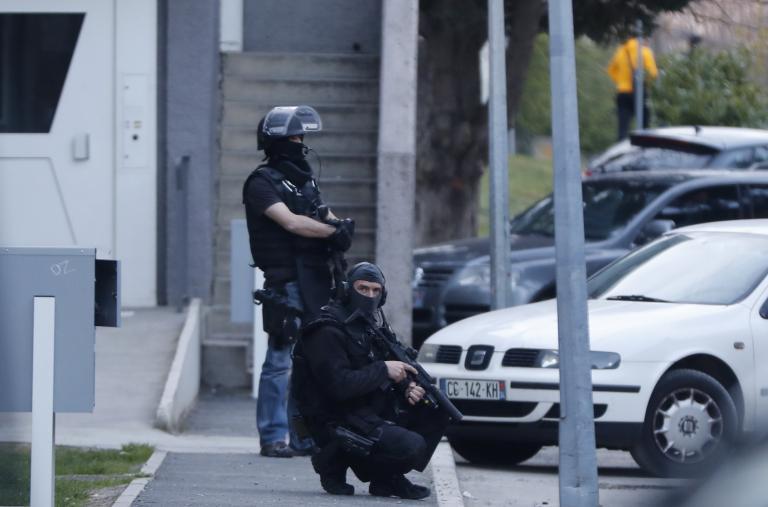 Γαλλία: Στόχος πυρών δημοσιογράφος και η σύζυγός του   tanea.gr