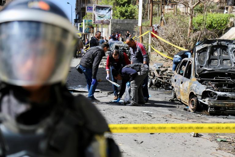 Δύο αστυνομικοί νεκροί από βομβιστική επίθεση στην Αλεξάνδρεια   tanea.gr