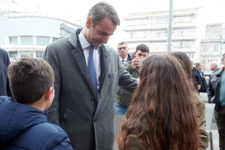 Μητσοτάκης: Συγγενείς και φίλους διορίζει η κυβέρνηση | tanea.gr