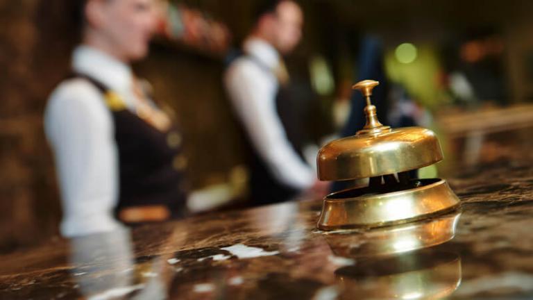 Μικρές αυξήσεις σε ξενοδοχοϋπαλλήλους με νέα συλλογική σύμβαση | tanea.gr