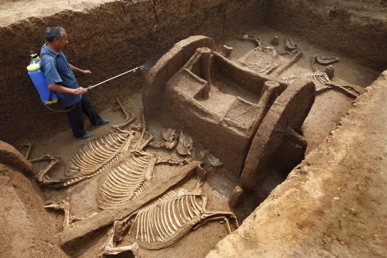 Στο φως αρχαία αντικείμενα από την περιοχή του Σιονγκάν | tanea.gr