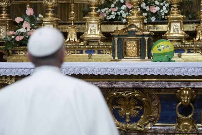 Λάμπει ξανά η αγαπημένη εικόνα του Πάπα   tanea.gr