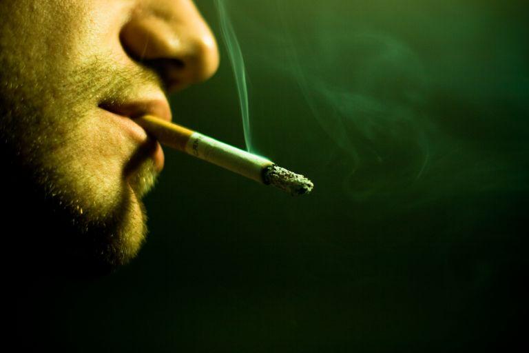 Οσο περισσότερο καπνίζει κανείς, τόσο αυξάνεται ο κίνδυνος εγκεφαλικού | tanea.gr