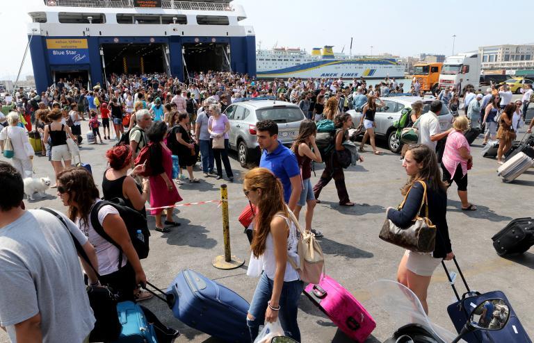 Ξεκίνησε η έξοδος των εκδρομέων: Αυξημένη κίνηση στα λιμάνια | tanea.gr