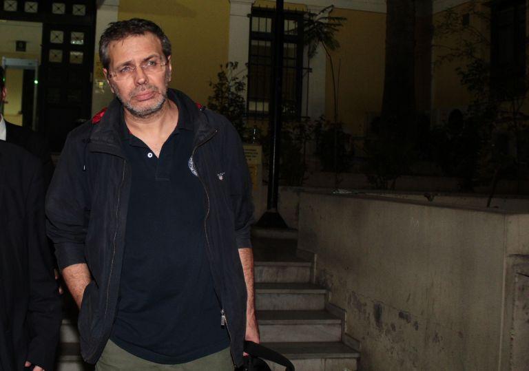 Κατεπείγουσα έρευνα για τους πυροβολισμούς στα γραφεία της εφημερίδας «Μακελειό» | tanea.gr