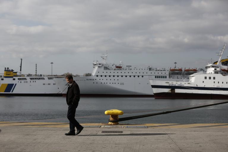 Δεμένα τα πλοία στα λιμάνια στις 18 Απριλίου – 24ωρη απεργία της ΠΝΟ   tanea.gr