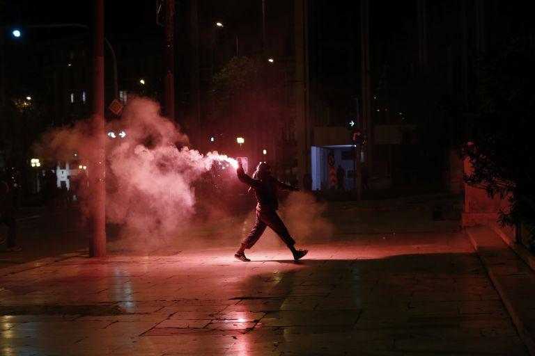 Επίθεση με μολότοφ εναντίον αστυνομικών στη Χαρ. Τρικούπη | tanea.gr