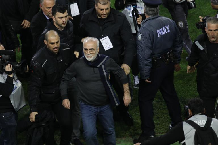 Βίντεο από τα αποδυτήρια της Τούμπας με Ιβάν Σαββίδη και Κομίνη   tanea.gr