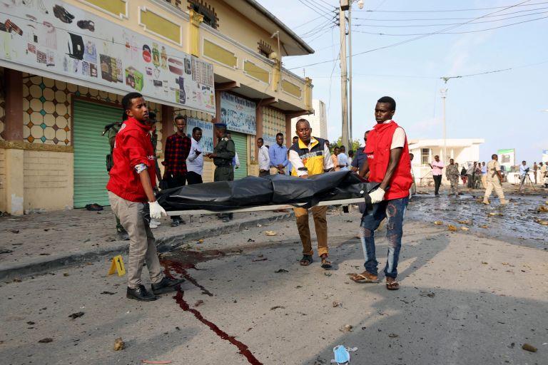 Τουλάχιστον πέντε νεκροί από έκρηξη βόμβας σε ποδοσφαιρικό αγώνα   tanea.gr