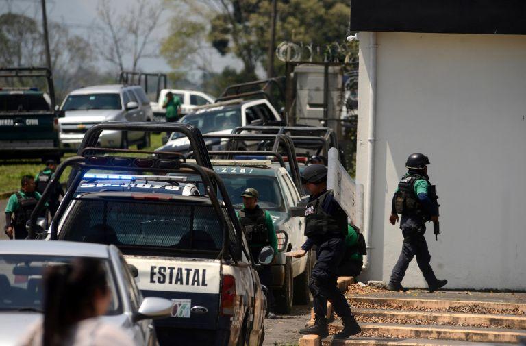 Εξι αστυνομικοί νεκροί σε εξέγερση σε φυλακές στο Μεξικό | tanea.gr
