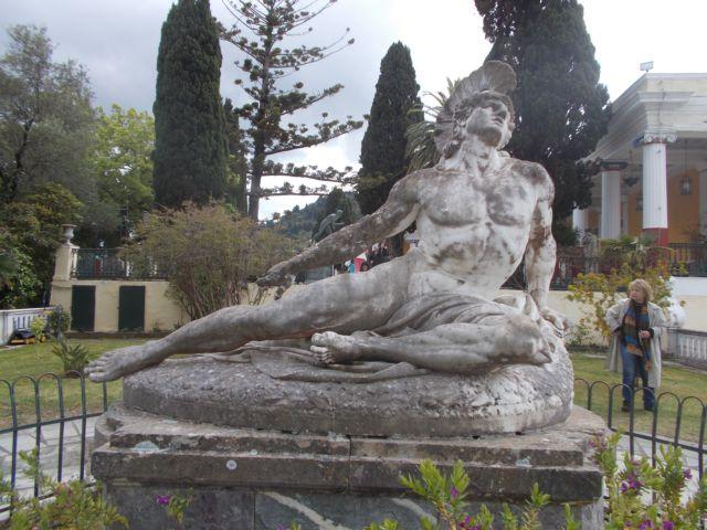 Οταν οι γυναίκες έκλαιγαν τον θεό Αχιλλέα   tanea.gr