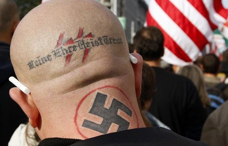 Καταδίκη 20 μηνών σε 33χρονο για φωτογραφίες με ναζιστικό τατουάζ   tanea.gr