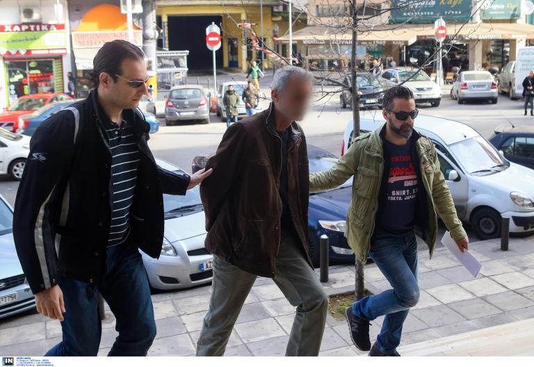 Προφυλακιστέος ο 58χρονος που κρατούσε ομήρους τα ξαδέλφια του | tanea.gr