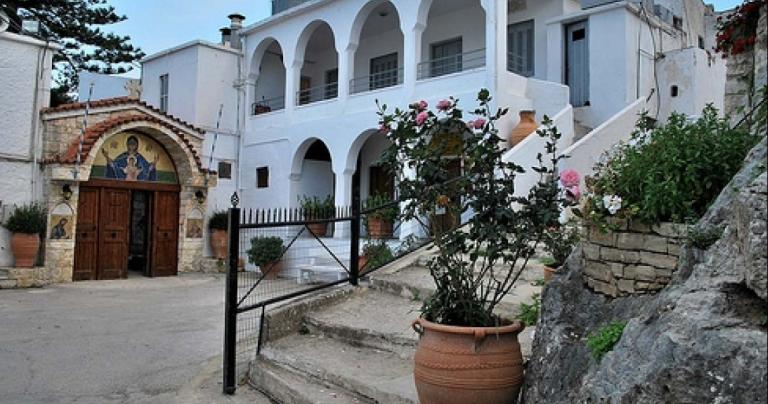 Εκλεψαν τάματα από εικόνες στη Μονή Παλιανής   tanea.gr